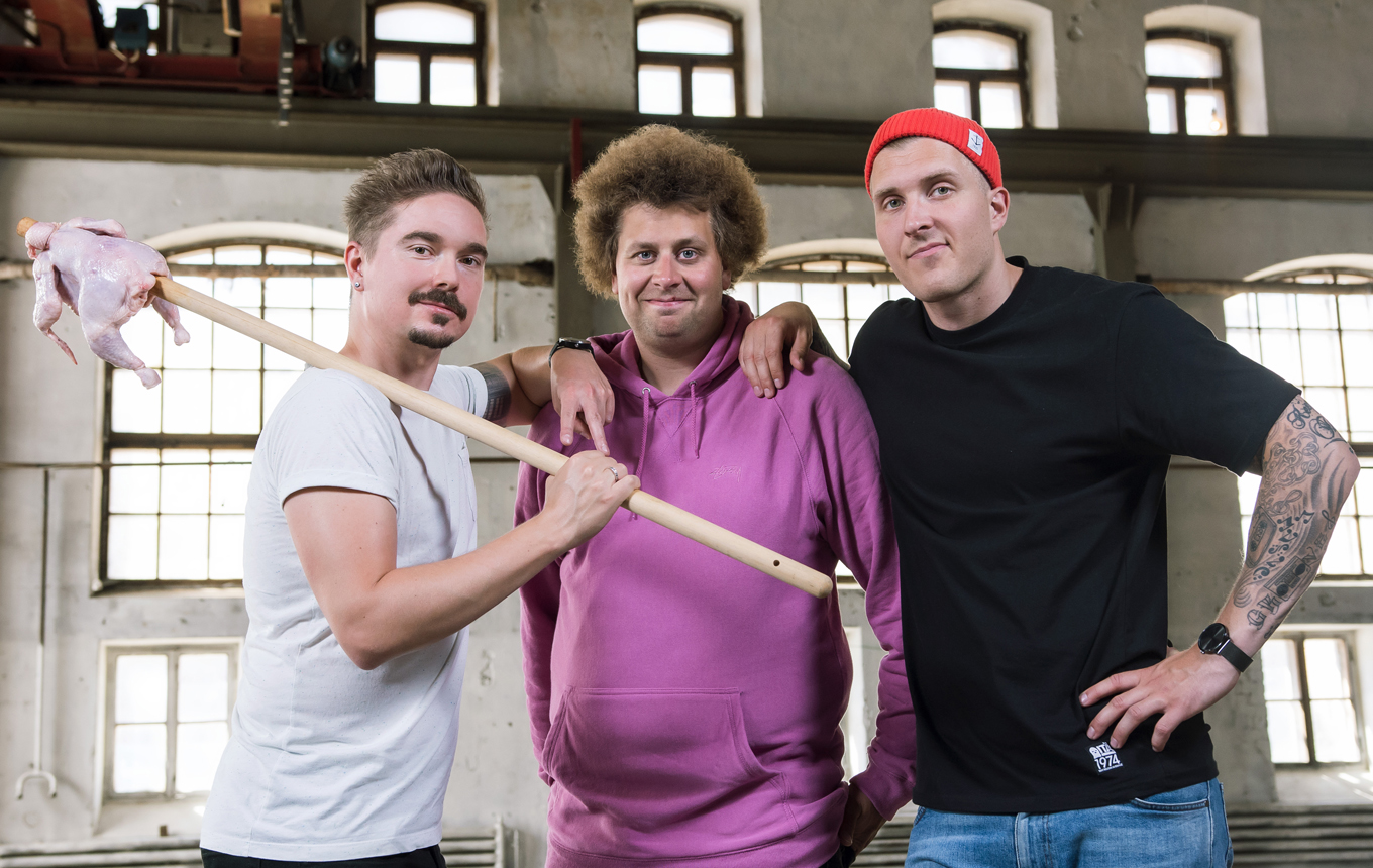 """Viki, Köpi and Henkka - Tieteen armoilla - <p>  <span style=""""background-color: initial;"""">""""Viki, Köpi and Henkka - Tieteen armoilla"""" is a Yle Areena short form series, in which two novices of science – Viki and Köpi (Ville Eerikkilä and Juuso Kallio), hosts of the YleX morning show – are thrown without warning into the world of science.</span> </p>"""